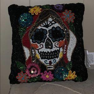New decorative beaded pillow